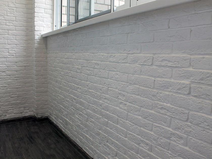 Отделка балкона пластиковыми панелями под камень