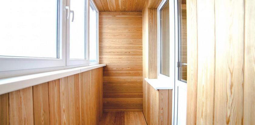 Обшивка балкона фанерой